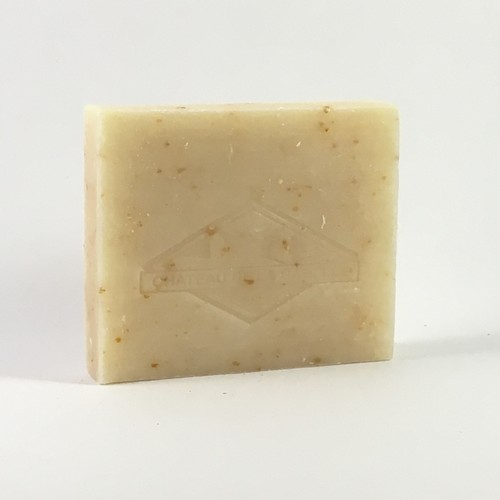 A natural way to get rid of dead skin with this handmade soap from Provence made with asses's milk and einkorn seed