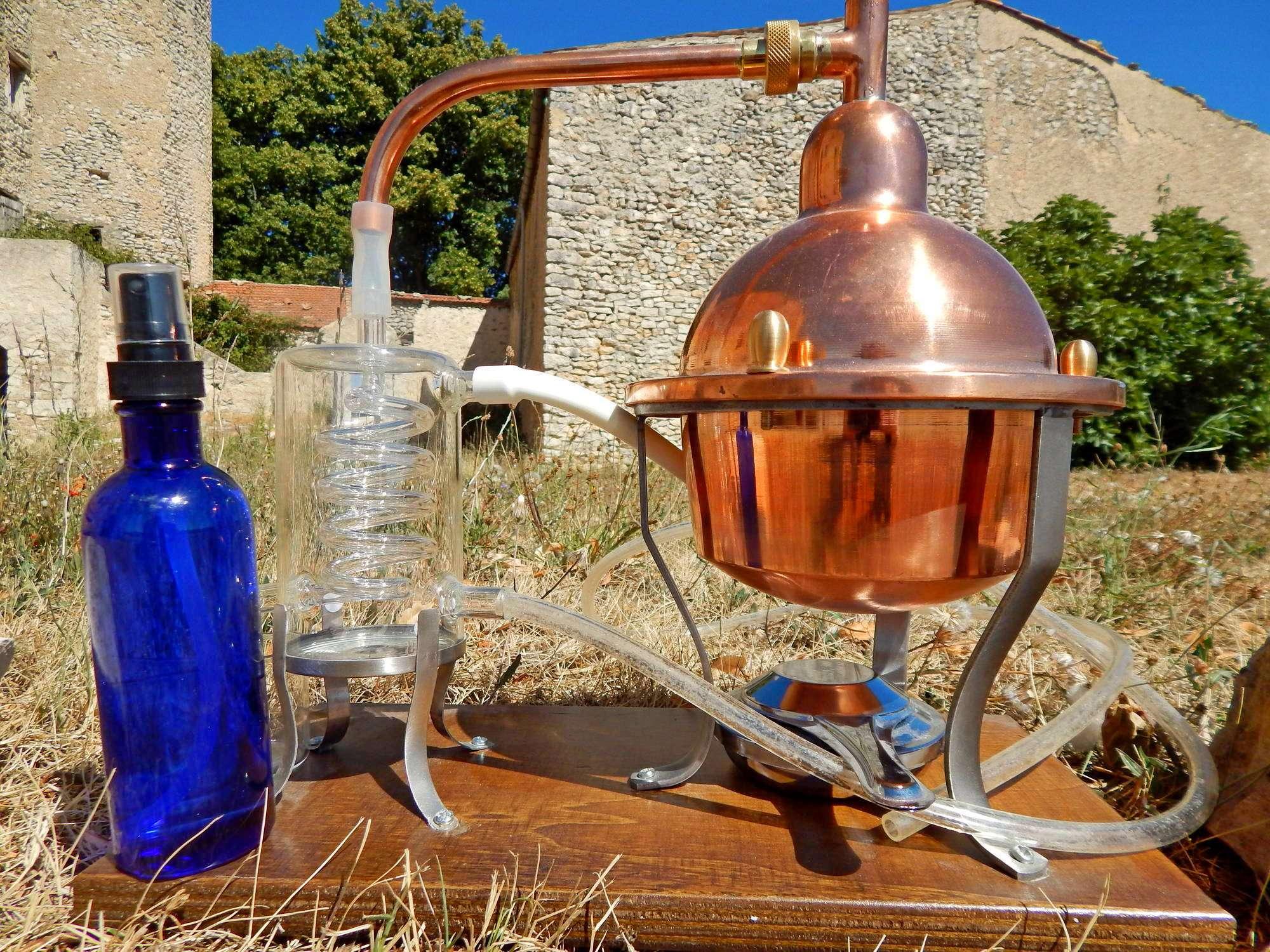 hydrolat de lavande bio de Provence pour une belle peau et contre l'acné eau florale de qualité