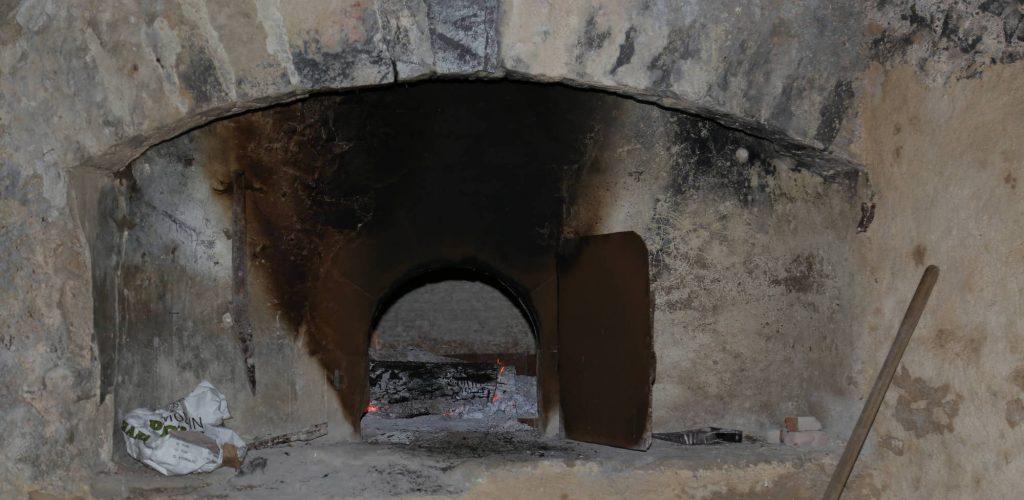 four à pain d'époque du château de la gabelle en provence à restaurer pour sauver le patrimoine et faire briller l'histoire et la culture provençale