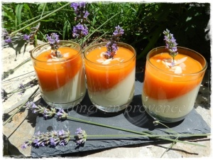 Panna cotta aux abricots et à la lavande BIO du château