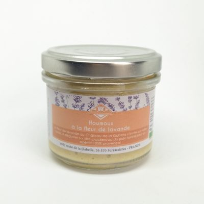 Une recette originale du houmous pour un délicieux apéritif de chez nous avec une touche de fleur de lavande