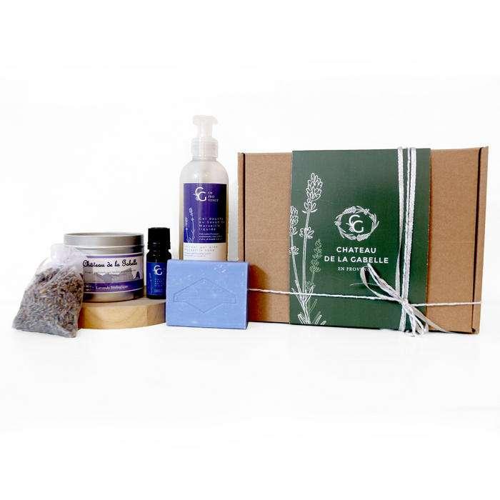 Coffret cadeau femme pour Noël 2020 avec des produits 100% naturels pour prendre soin de soi chez soi ou à emporter partout pour garder avec soi des produits de la Provence à la lavande bio