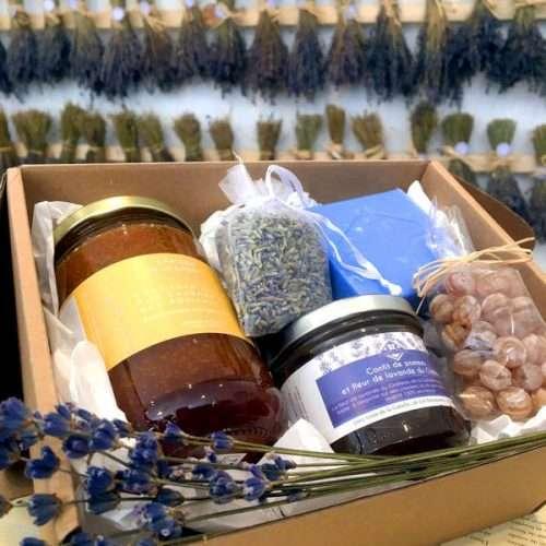 Idée cadeau pour la fête des mères un coffret à la lavande avec des produits régionaux de Provence et bio