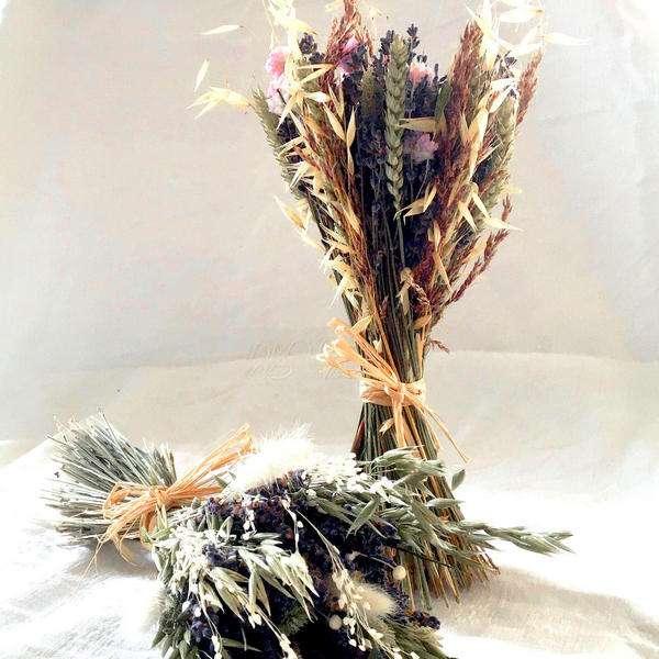 bouquet de fleurs séchées avec de la lavande et d'autres fleurs séchées blanches ou roses pour la décoration de votre maison